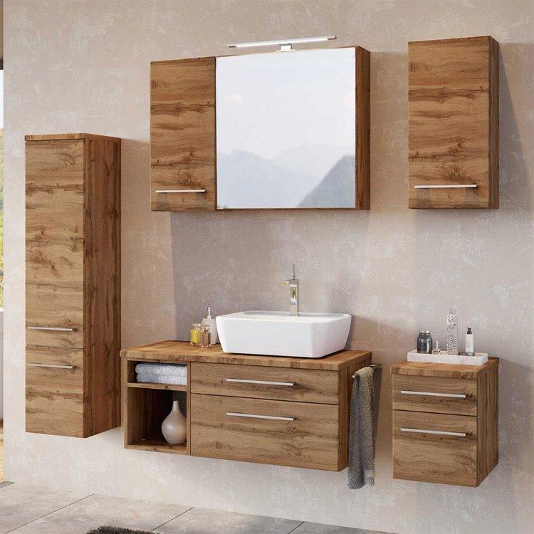 Ein schönes Badzimmer mit TAREE-03