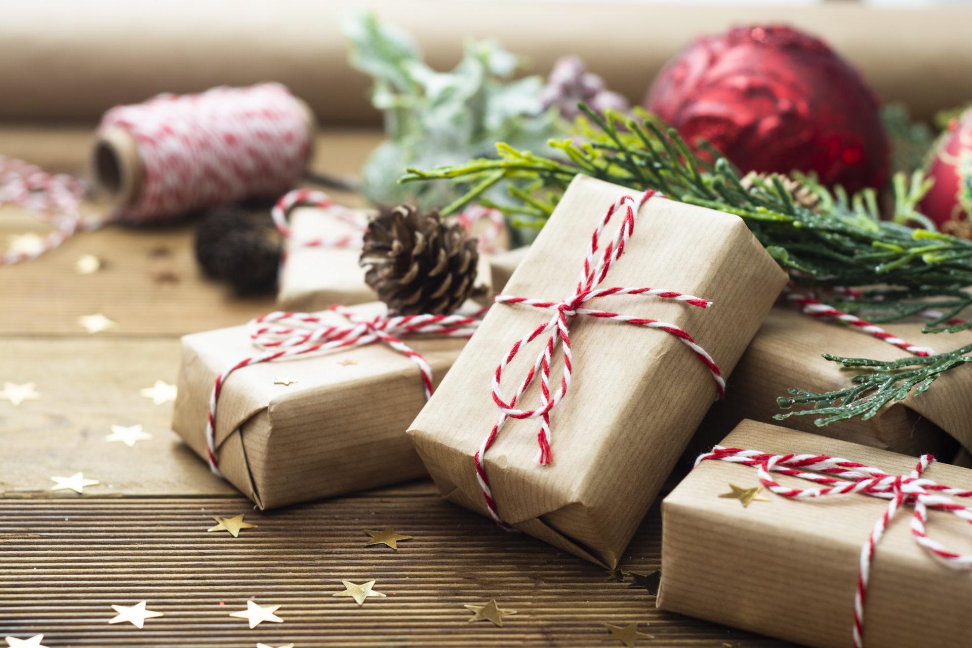 Geschenke verpacken wie ein Profi: 5 Tipps fürs Weihnachtsfest