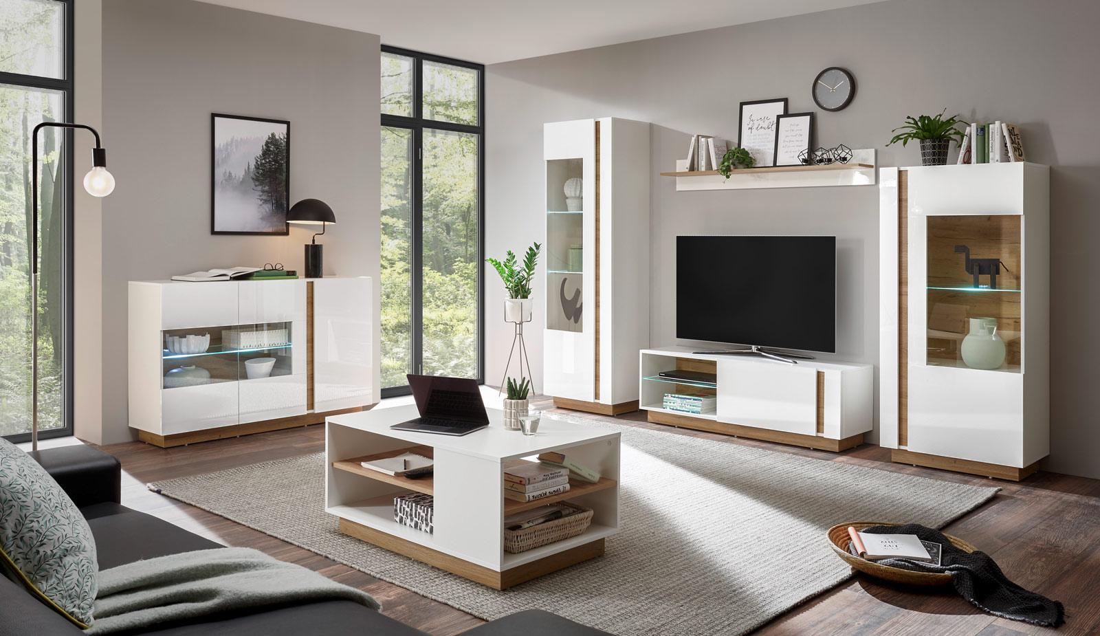 Ein stylisches Wohnzimmer mit CELLE-61 Möbeln – Hochglanz und Natur vereint.